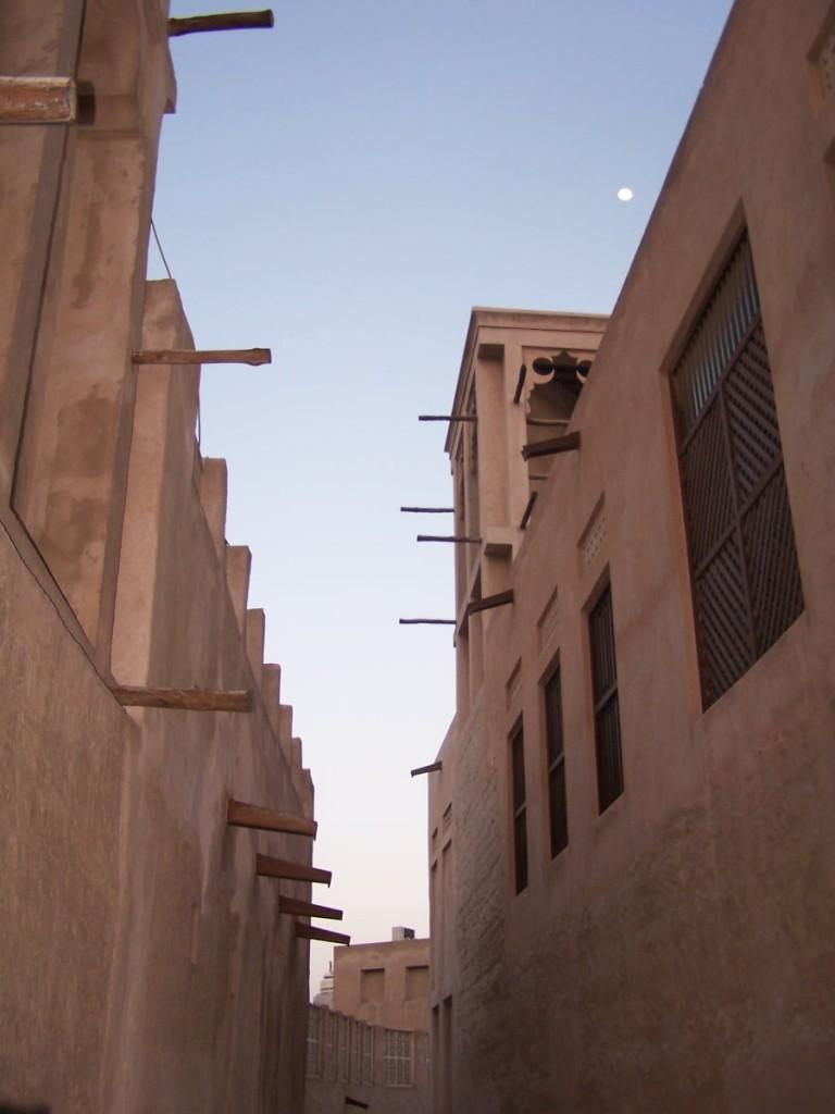 Al Bastakiya Laneways by Moonligght, Dubai: f2.8; 1/60sec