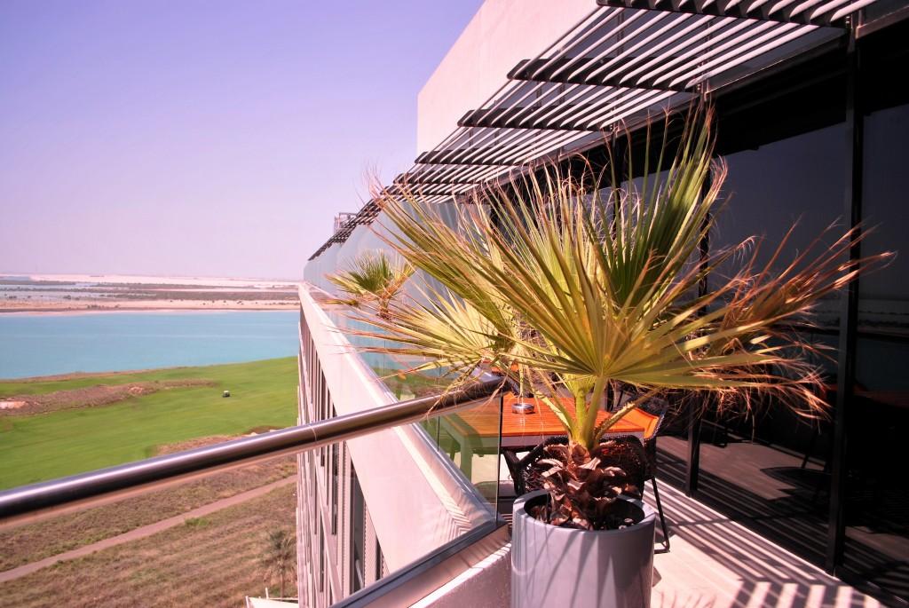 4PM-Business Lounge: Radisson Blu Yas Island, Abu Dhabi: f/3.5 1/1250sec; ISO-100