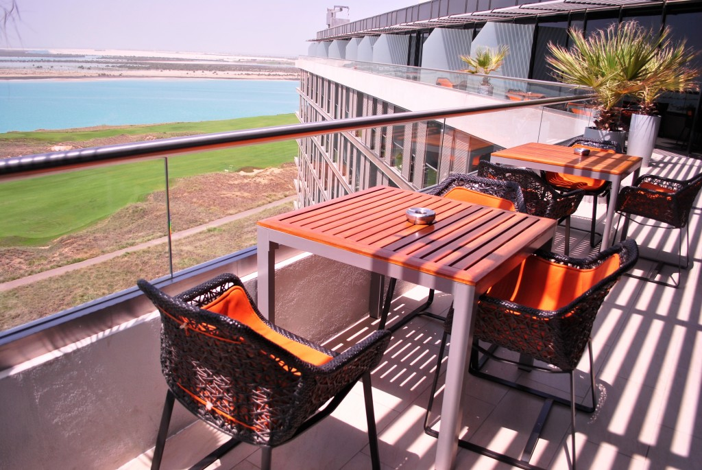 4PM-Business Lounge: Radisson Blu Yas Island, Abu Dhabi: f/3.5 1/1000sec; ISO-100