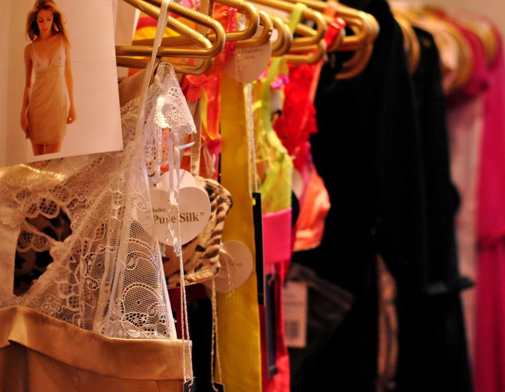 Bridal Show Dubai, Ritz Carlton: Honeymoon Attire: f/2.2; 1/60sec; ISO-800