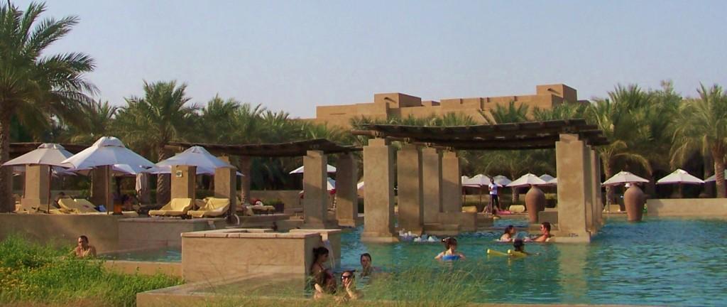 Extensive pool areas of Bab Al Shams: f/5.6; 1/350sec