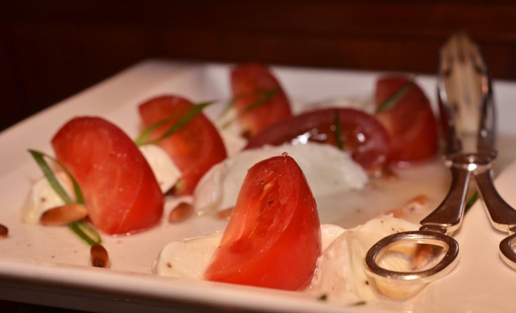 Fresh tomato, mozarella, pine nuts & olive oil mezze: f/5; 1/60sec; ISO-560