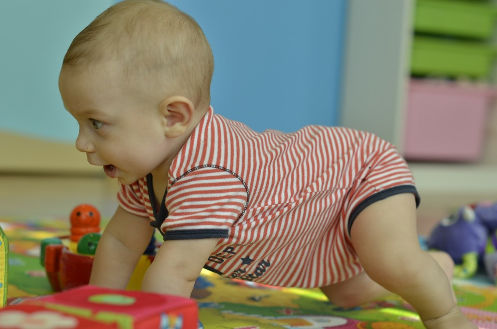 Learning to crawl 038