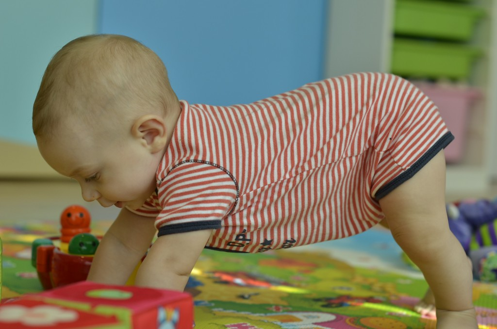 Learning to crawl 039